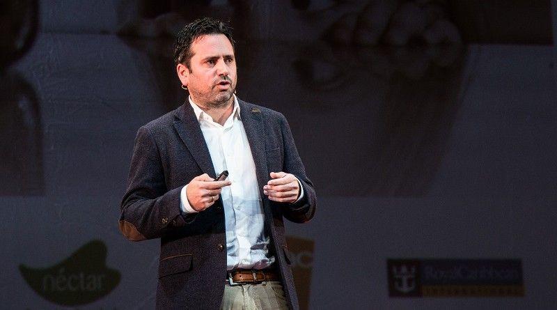 "Álvaro Bilbao, neuropsicólogo: ""Si queremos hijos felices hay que enseñarles a navegar en tempestades"""