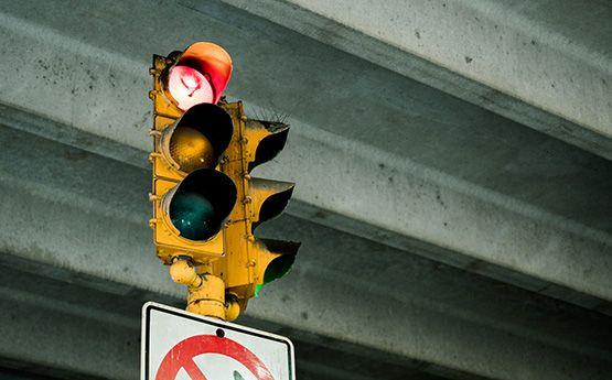 no cruzar en rojo