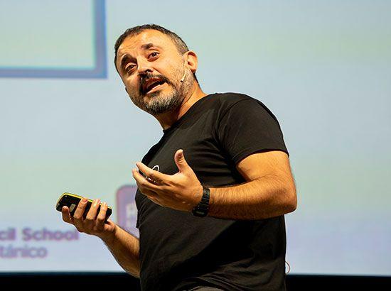Antonio Martínez Ron nos habla de la importancia de hacerse preguntas