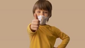niño mascarilla vacunas virus