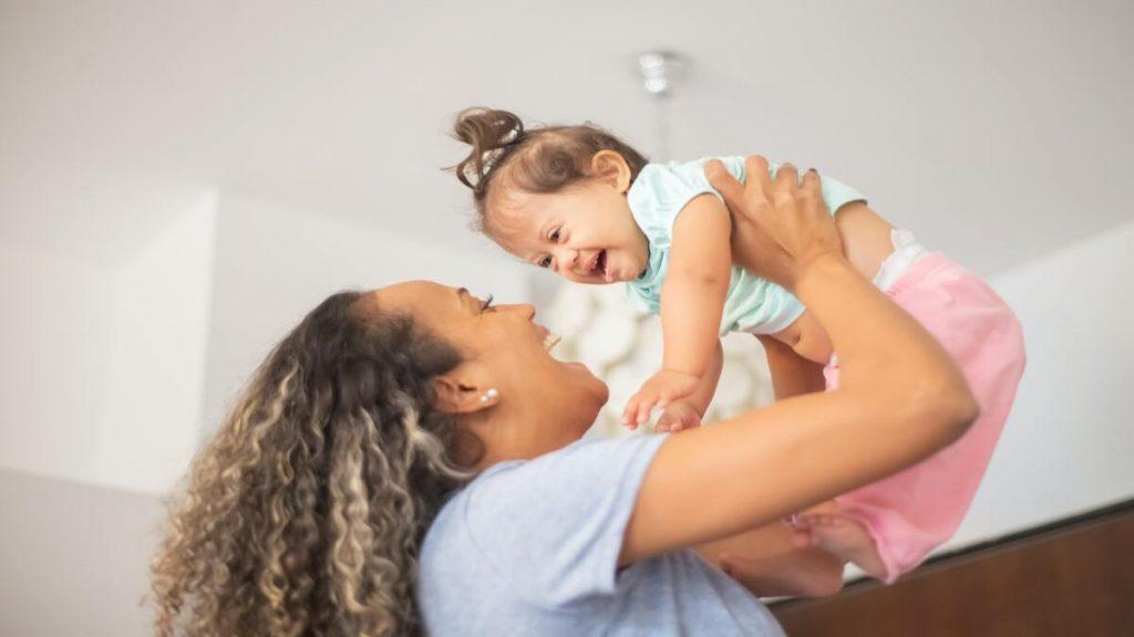ventajas criar brazos hijo